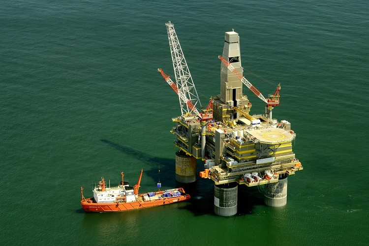 Husky extends Transocean's rig contract