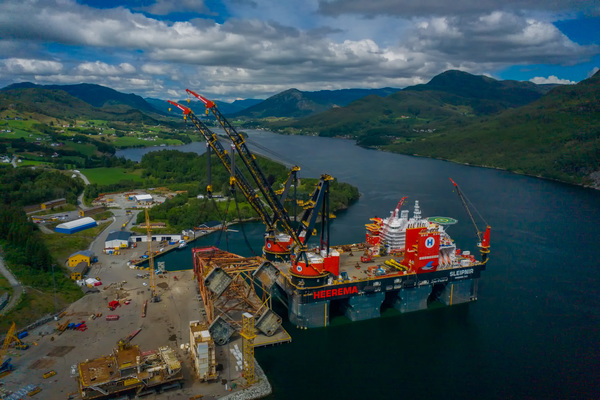 Heerema performs record breaking single lift jacket removal