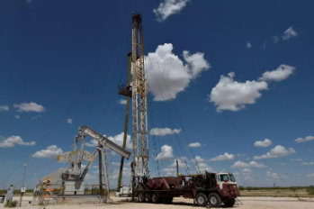 U.S. drillers add oil and gas rigs for second week in a row -Baker Hughes