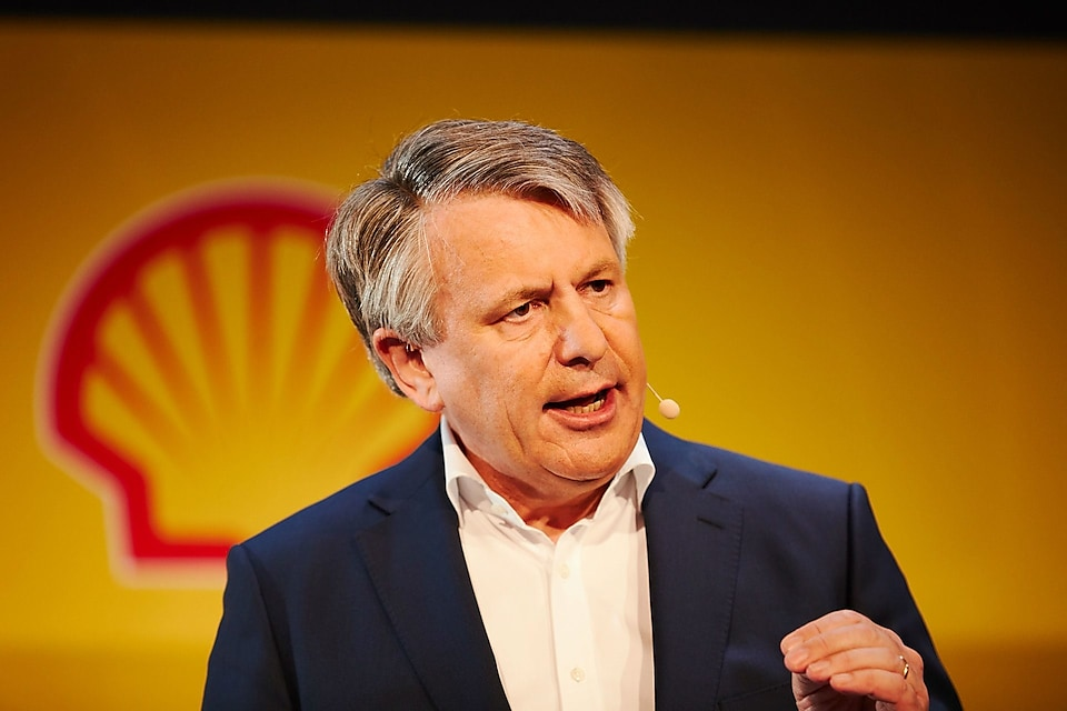 Shell to freeze staff salaries, warns of layoffs in green energy pivot