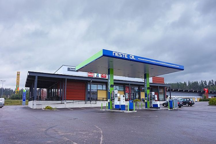 Neste has agreed on selling its Russian retail fuel business