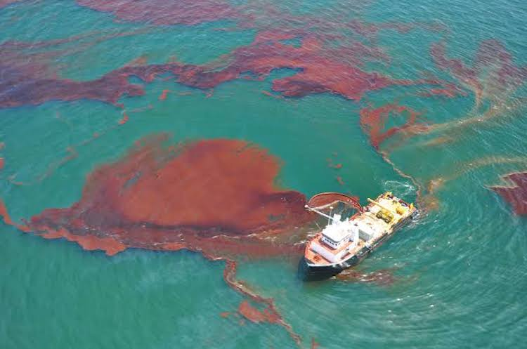 Oil spill off the South Korean coast contained