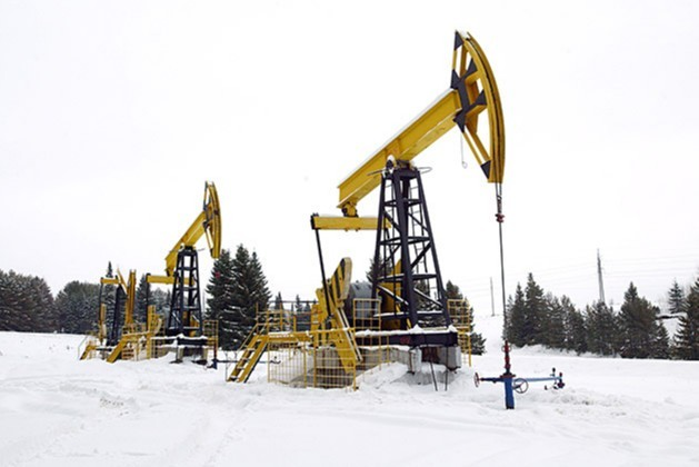 Oil prices rally as record winter storms hit Texas shale supplies